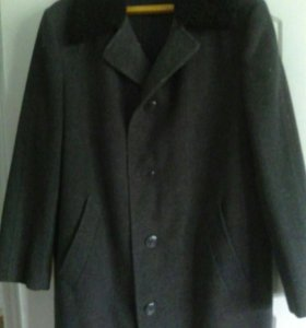 Пальто с каракулевым воротником