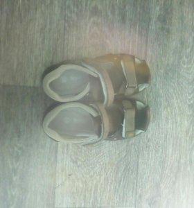 Обсолютно новые сандали