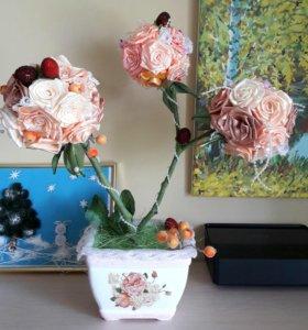 Горшок с розами для интерьера