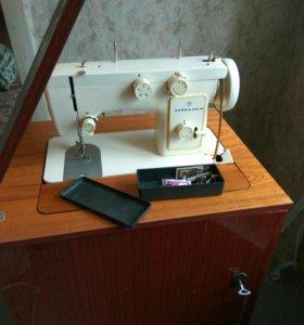 Швейная машинка Чайка-142 м