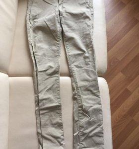 Бежевые джинсы Uniqlo