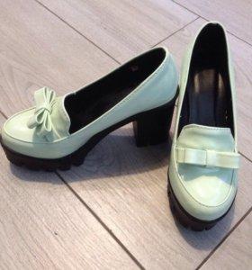 Туфли новые размер 35