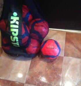 Мячи футбольные. Практически новые 12 штук.