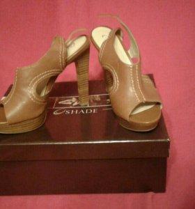 Туфли (босоножки) на каблуке из натуральной кожи