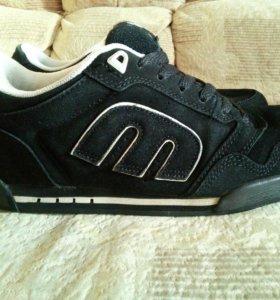 Кроссовки кожаные новые , размер-42,5