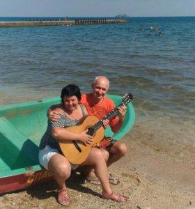 Уроки гитары у моря!