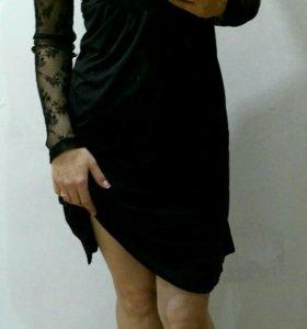 Платье с красивой гипюровой спинкой.