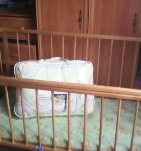Кроватка+матрас+комплект в кроватку