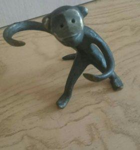 Бронзовая обезьяна