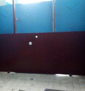 Дверь и внутренное крепление