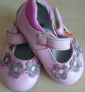 Новые кожанные туфельки.