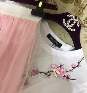 Костюм:футболка и юбка в розовом цвете