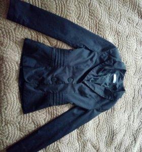 Отличный школьный пиджак для стройной девушки