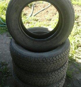 Зимние шины 215/70/R16