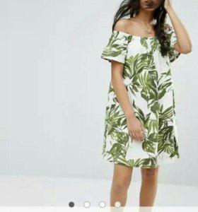 Платье с открытыми плечами с принтом пальмы