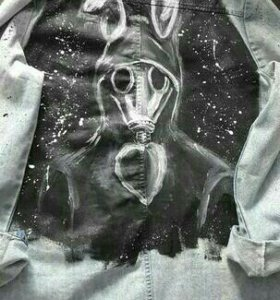 Удлиненная дизайнерская джинсовка ручной росписи.