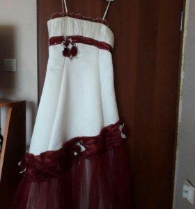 Красивое платье в отличном состоянии.