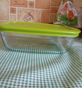Жаропрочная, стеклянная посуда для запекания.