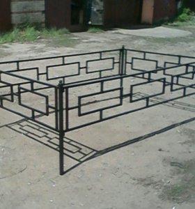 Могильная ограда и скамья, новые.
