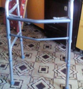 Ходунки инвалидные-послеоперационные.