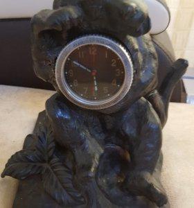 Часы медведь на пне ( касли) на ходу