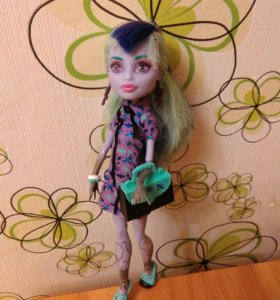 Кукла монстер хай Твайла.