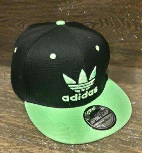 Кепка Adidas чёрная с зелёным