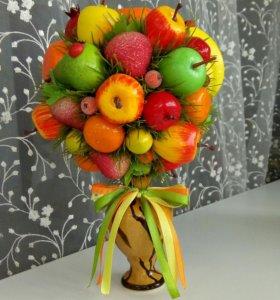 Фруктовая композиция в вазочке