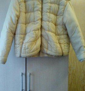 Новая легкая курточка р.44