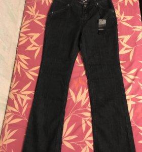 Джинсовые брюки 50-го размера