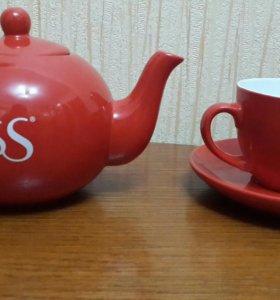 чайник и чашка с блюдцем
