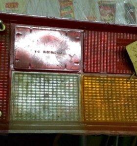 Стекло заднего левого фонаря ВАЗ 2105