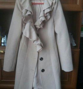 Пальто 40-42р. 550руб. Куртка 46р.