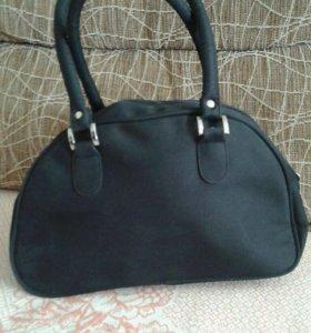 Хорошая плотная сумка для мелочей(не большая)