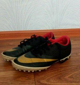 Футбольные шиповки Nike