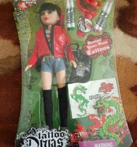 Кукла с аксесуарами и прибором для тату