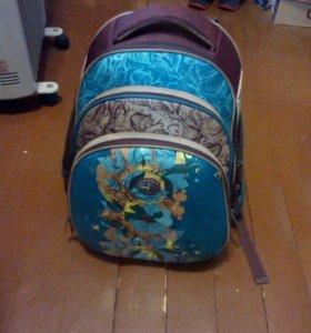 Рюкзак школьный с артопедической спинкой+акварель.