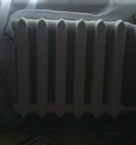 3 радиатора чугунных