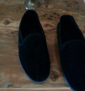 Мужская обувь, как тапочки легкие.