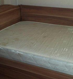 Кровать и тумбочка