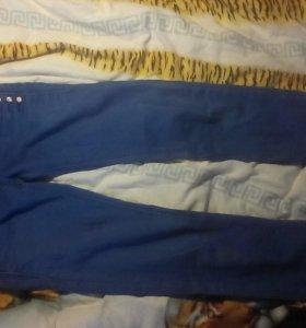 Джинсовые шорты и джинсы.