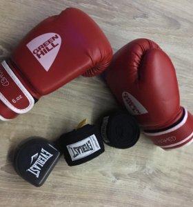 Боксерские перчатки, бинты и капа