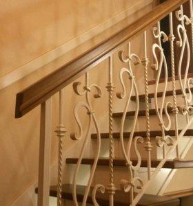 Лестница из дуба с кованным ограждением