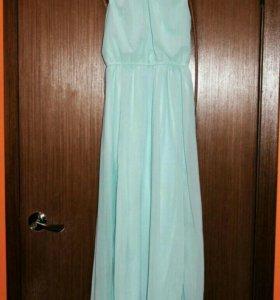 Милое платье с вырезом на спинке