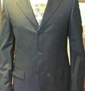 Продам черный костюм в черную полоску Luigi Albino