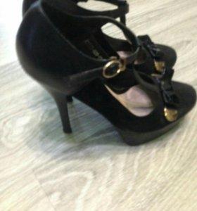 Туфли на шпильке с бантиком