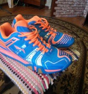 Новые кроссовки  р43