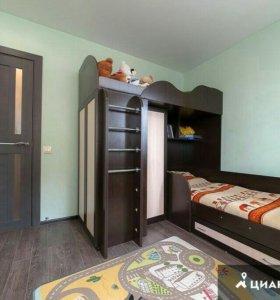 2х ярусная кровать с двумя шкафами и двумя кроватя