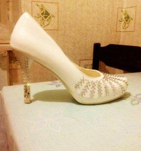 Продам туфли свадебные р-р.38
