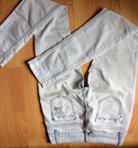 Предлогам джинсы светлые.